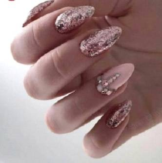 Glittered nail with rhinestone