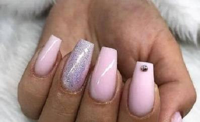 Light purple nail design