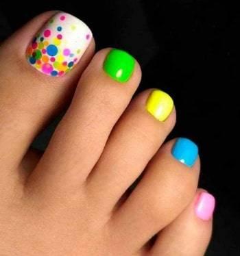 toe nail rainbow dot design