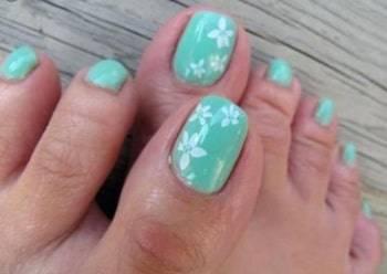winter toe nail design