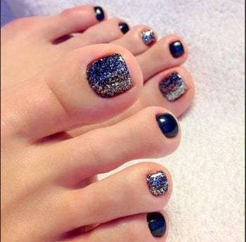 toe nail with gliter