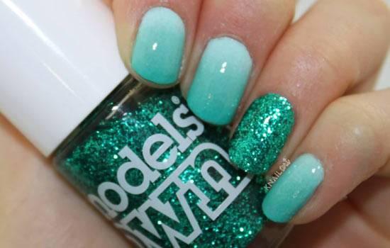 Glitter Accents Nail